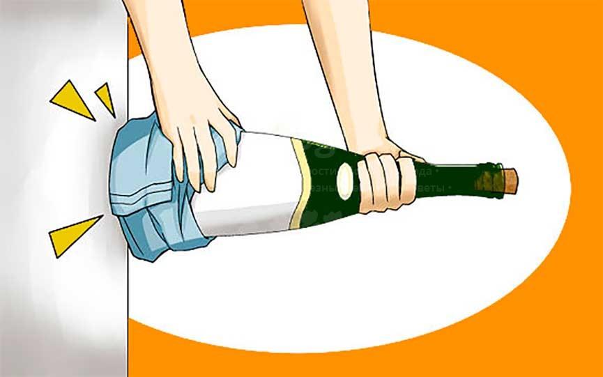 открыть вино без штопора ударом об стену картинка